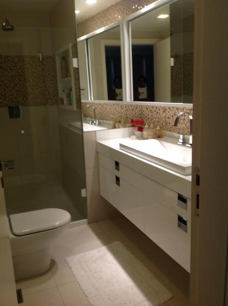 Apartamento finamente decorado com arrumadeira, internet, WIFII , ar condicionado salas e quartos