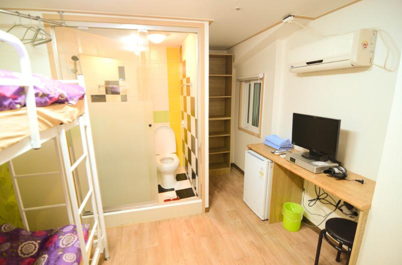 Kimchee Gangnam Guesthouse - Twin Private Room, vacation rental in Seongnam