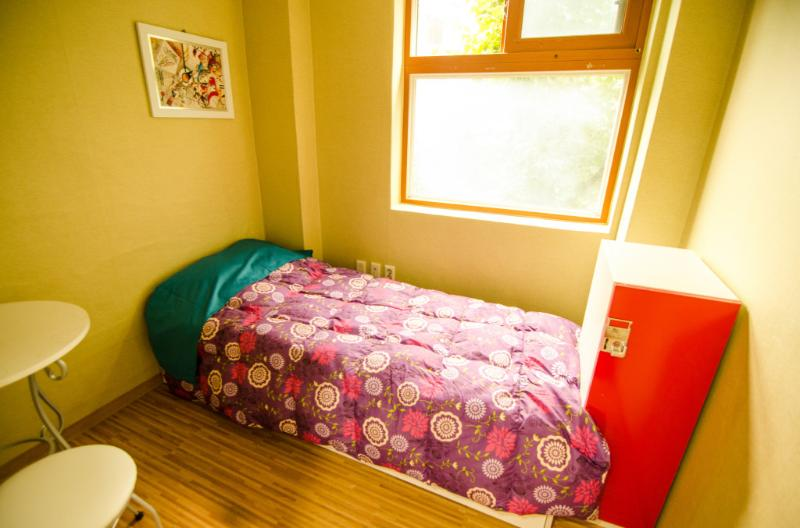 Kimchee Sinchon - Single Private Room - 5, holiday rental in Incheon