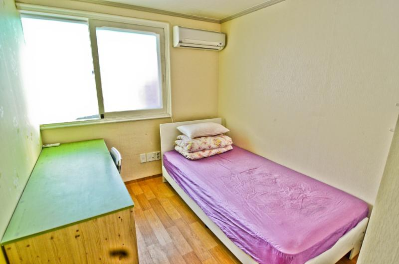 Kimchee Hongdae Guesthouse - Single Private Room, holiday rental in Incheon