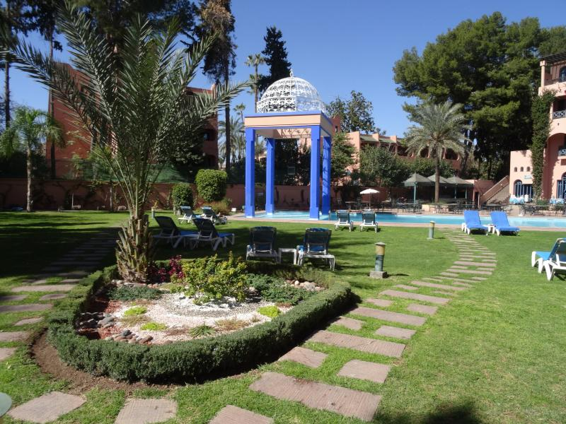 Rare in the city center: Lovely and quiet pool nearby - Daily access offered from 15 Feb. to 15 Nov