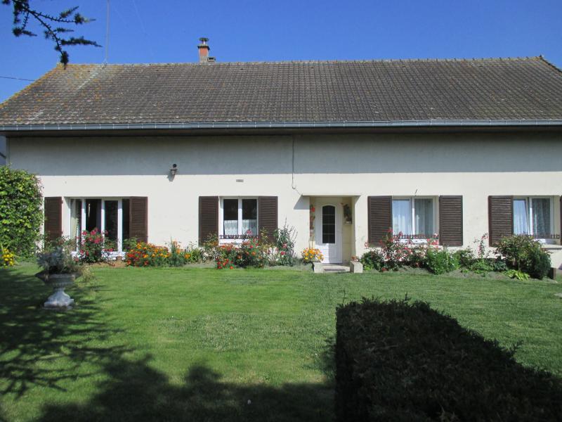 Gîte Rural  à BERNOT, location de vacances à Ribemont