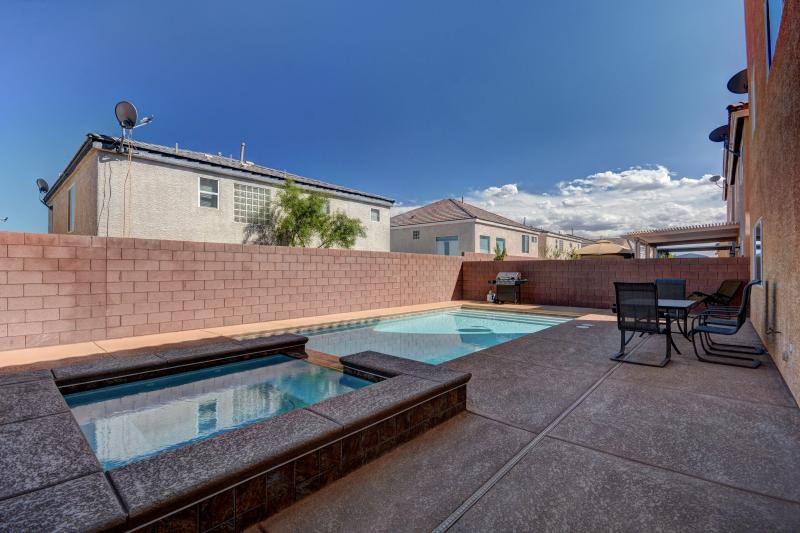 Huge 5 Bedroom home w/Pool& Spa by Las Vegas STRIP 2 ...