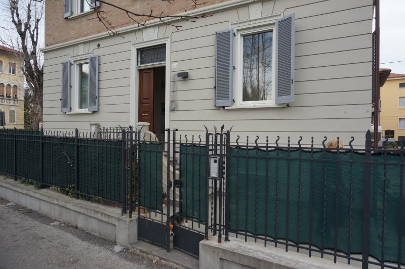 lato ingresso appartamento pedonale