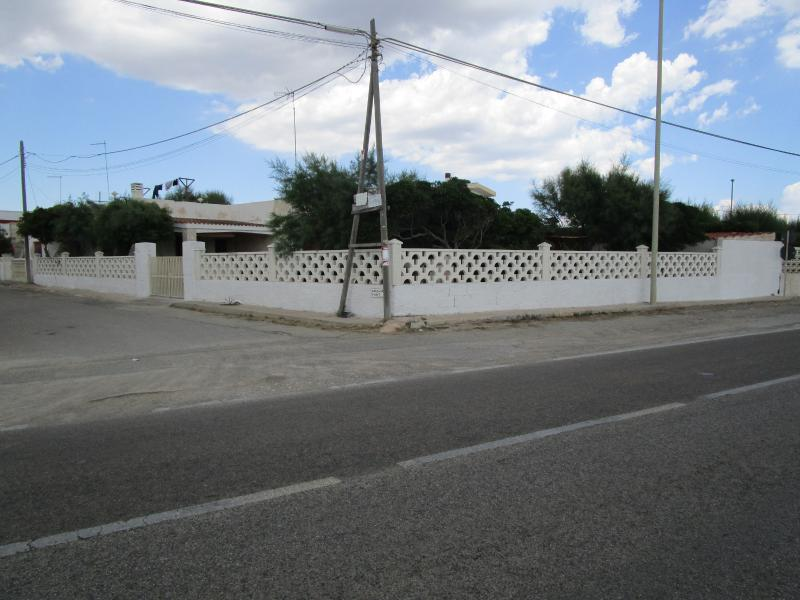 Panoramica villa da esterno/strada