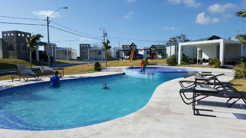 Pool for adults and children, with gazebo, furniture and barbecue