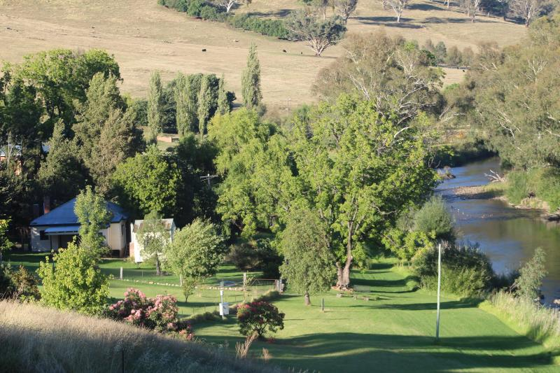 Elm Cottage Rivers Edge Pet Friendly Cottage, holiday rental in Tumut