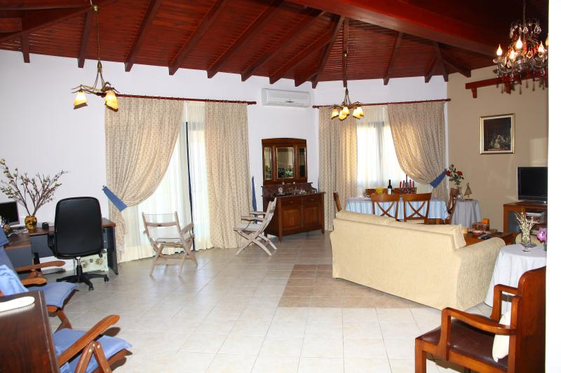 Superior 2 Bedroom Suit Front Sea View, holiday rental in Epano Gouves
