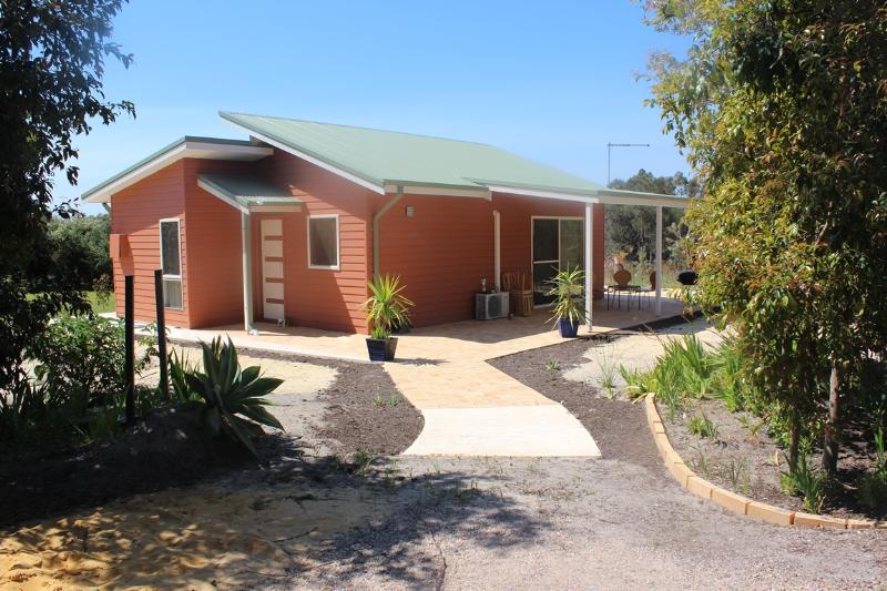 Peacock Retreat, holiday rental in Tuart Hill