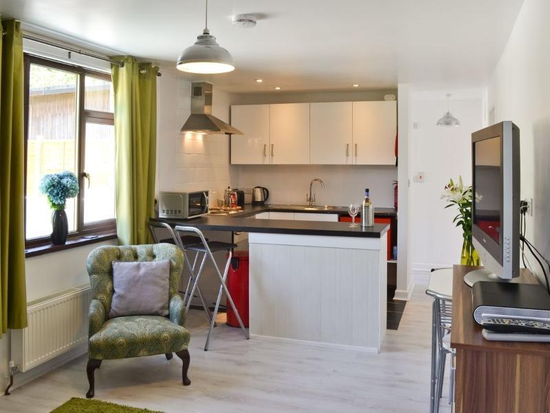 Open Plan lounge kitchen with breakfast bar.