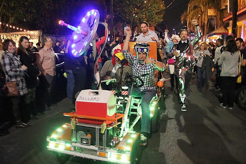 Chewbacchus, one of many paredes through the Bywater