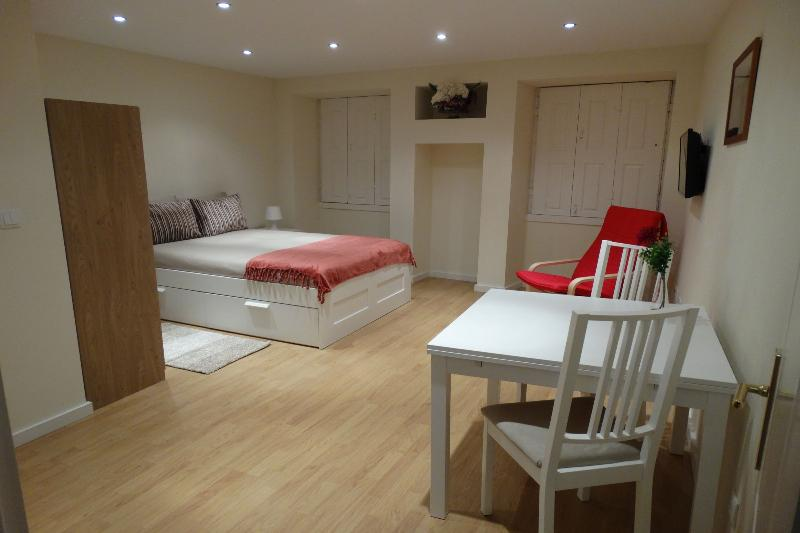 Double bed/Dining area