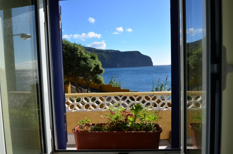 BEACH HOUSE RENT - AZORES, vacation rental in Mosteiros