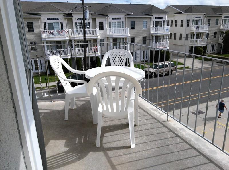 Relax and have lunch or dinner on the deck
