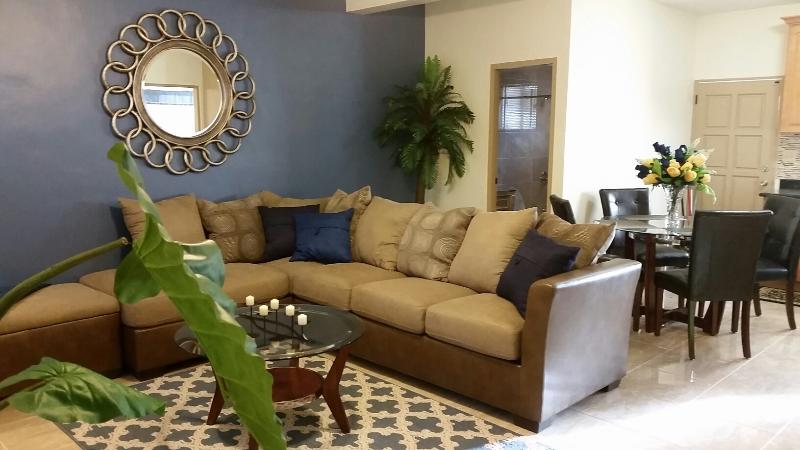 Amazing 2 bedroom condo in Tumon close to beach!, vacation rental in Santa Rita