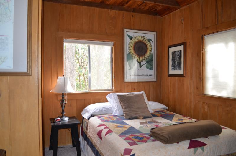 Creekstone Cabin - NC Mountain Cabin Sleeps 4 Has Mountain ... on