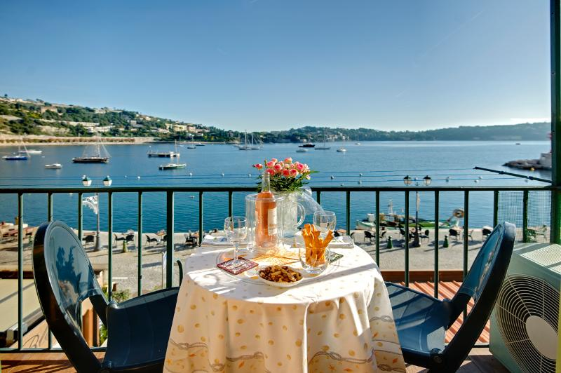 Wake up in the best waterfront village location, alquiler de vacaciones en Villefranche-sur-Mer