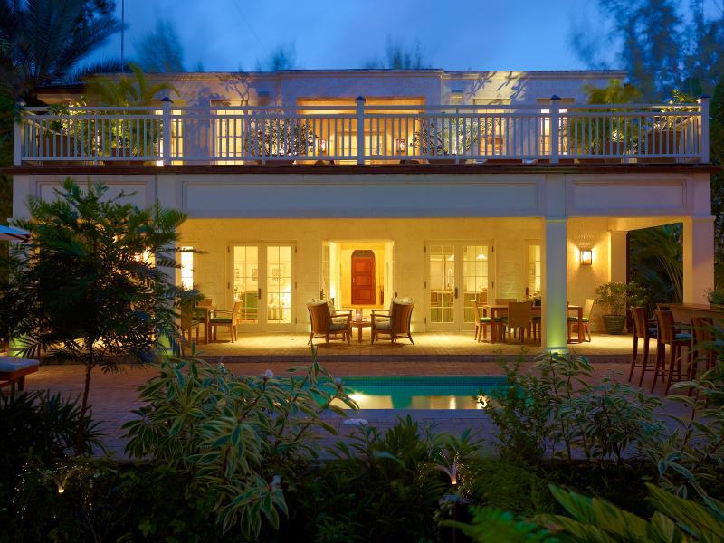 Latitude Villa - West Coast on the Sea, St. Peter – semesterbostad i Gibbes