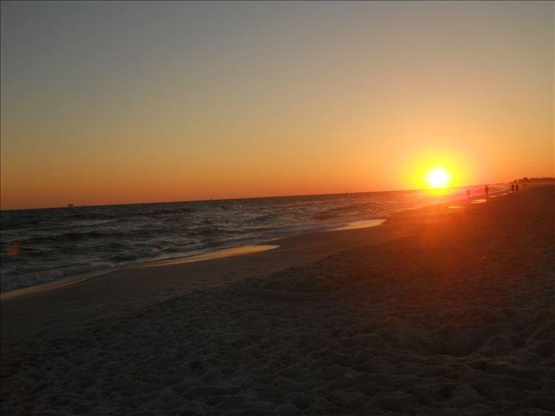 Enjoy beautiful sunsets...Gulf Shore Plantation, vacation rental in Fort Morgan