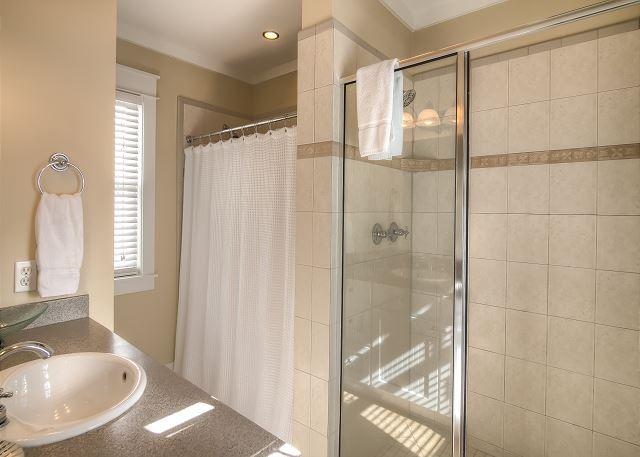 Master Bathroom w/ Shower and Tub