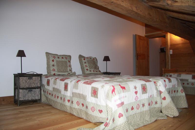 chambre 2 eme étage avec lit divan pour 2 personnes