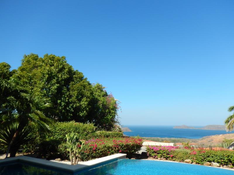 What a view! What a house! One or two bedrooms upstairs, private and spacious!, vakantiewoning in Area de Conservacion Guanacaste