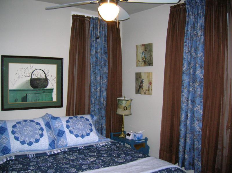 Suite 2  Queen Bed, 19' flat screen TV