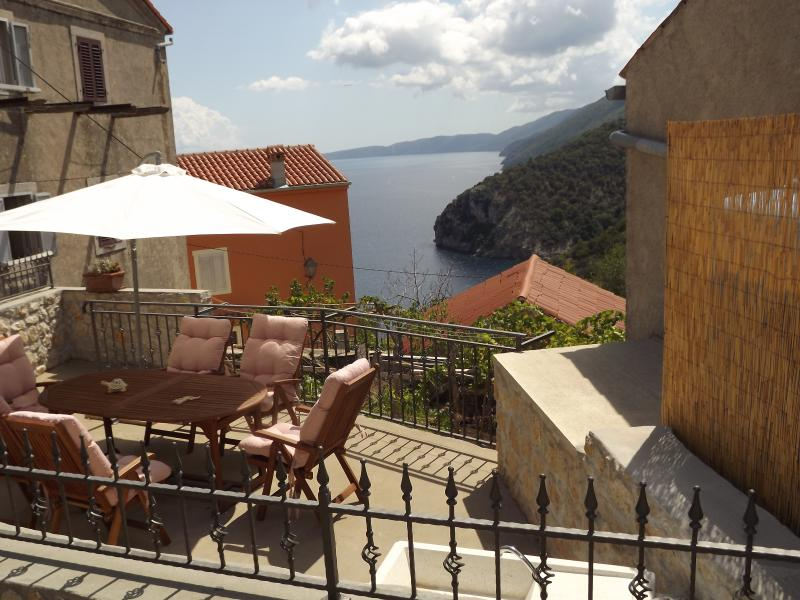 Bajota house with a beautiful sea view!, holiday rental in Filozici