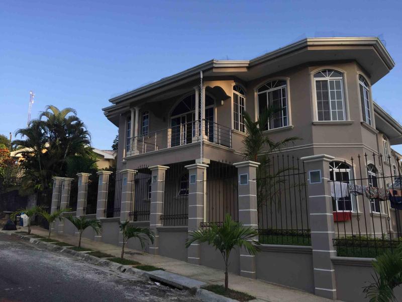Increible Casa en Alquiler en Villa Cacao, Puerto, vacation rental in Puerto Limon