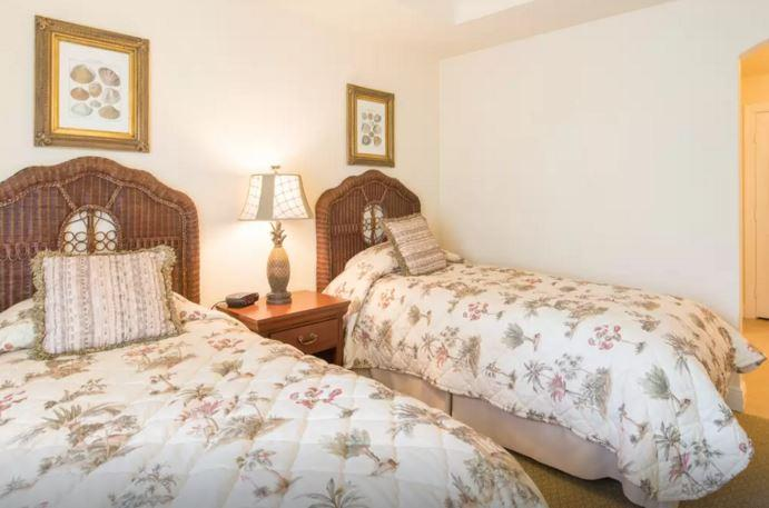 Two twin beds downstairs