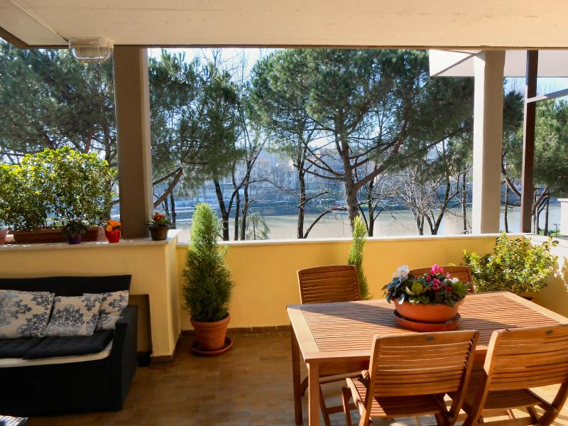 Terrace riverside- Amazing View - Central Location, holiday rental in Florence