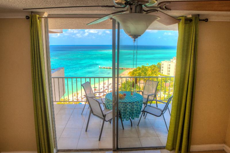 2 Bedrooms 2 Bath New Luxury Ocean Front Condo, alquiler de vacaciones en Saint James Parish