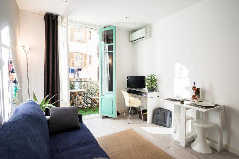 Living Room with TV, wifi, AC, balcony