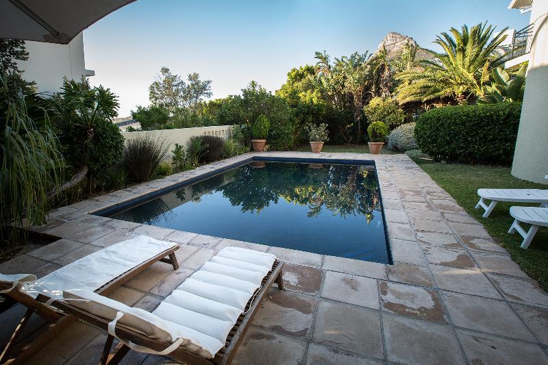 Sunbird Retreat - Gracious 3 bedroomed Family home, aluguéis de temporada em Clifton