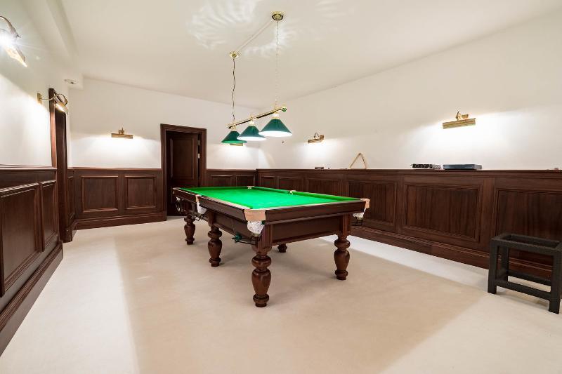 Play room,Pool Table ground floor