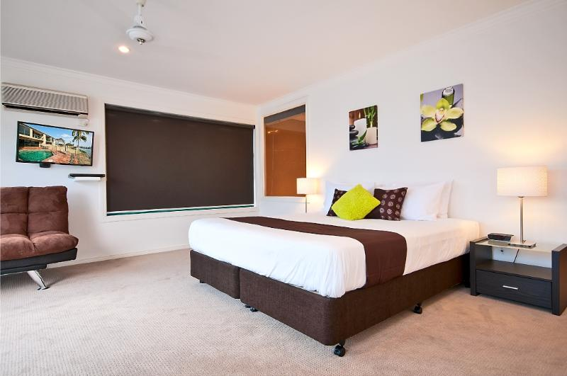 Main Bedroom - Air Conditioning, TV and Bluray Player