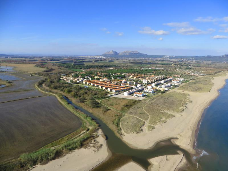 Apartamento Mas Pinell TER solo 50m de la playa, holiday rental in Torroella de Montgri