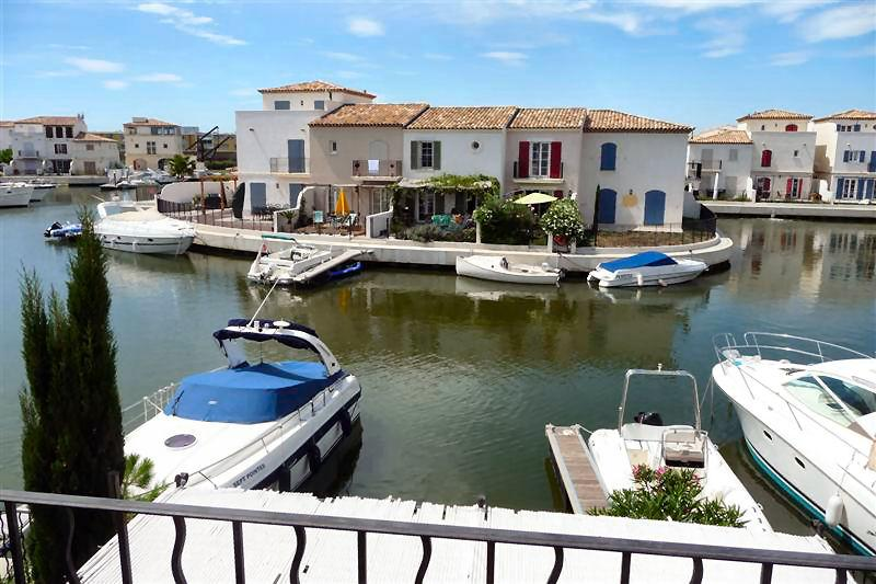 For hire: Fisherman's house with private mooring - inclusive a boat for 1 day!, location de vacances à Aigues-Mortes