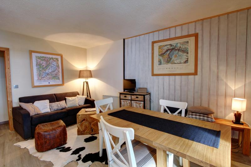 Apartment Gentianes has recently been refurbished with a modern Alpine style