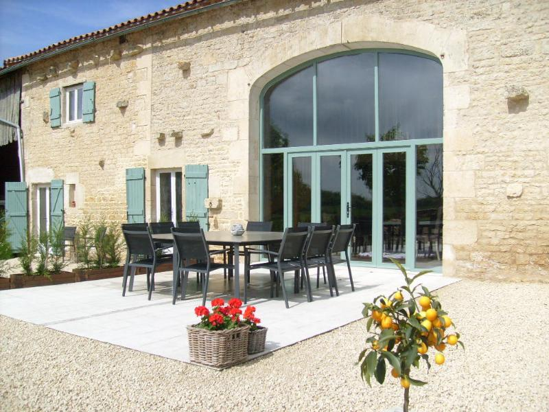 Bed & Breakfast - La Grange de Gournay, holiday rental in Celles-sur-Belle