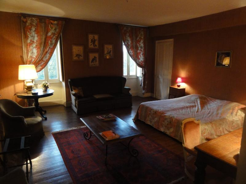 Chambre d'hôtes (Odubon) au Château de la Tour, holiday rental in Prissac