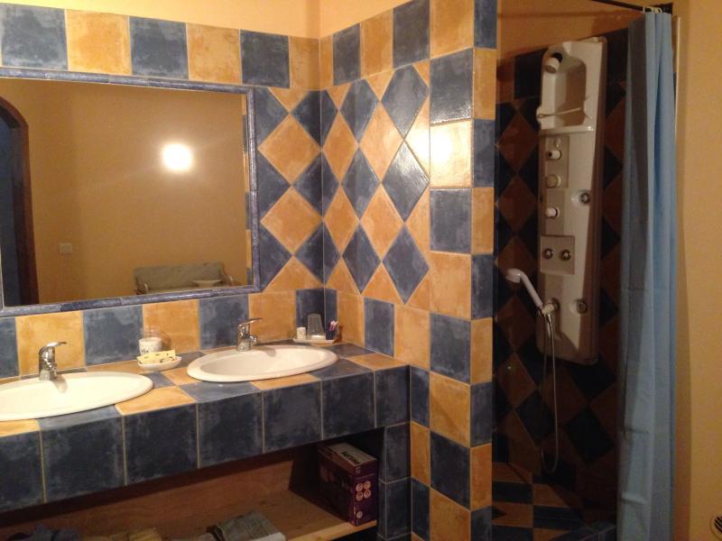 Salle d'eau de la chambre 'Guillemette'