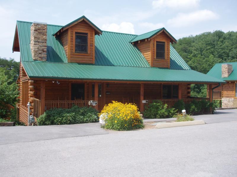Papa Bear Lodge - 6 Bedroom, 6 Baths, Sleeps 18