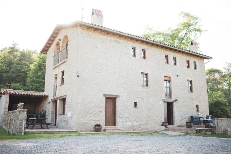 Fachada principal la Barraca. Casa rural La Barraca (Casserres, Berguedà, Provincia Barcelona).