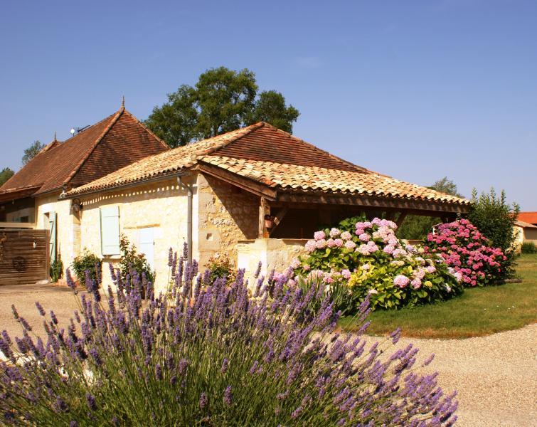 Gîte de charme, à la campagne, proche Dordogne, vacation rental in Cahuzac