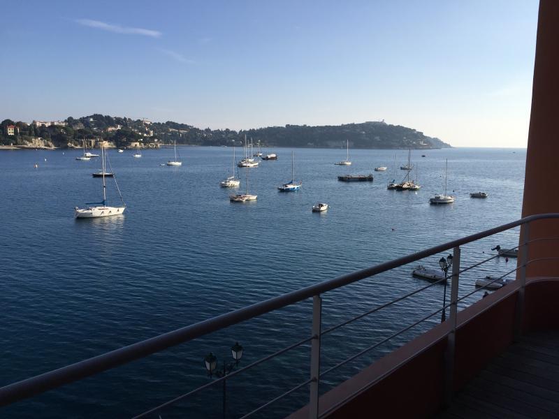 New seafront apartment with spectacular views, location de vacances à Villefranche-sur-Mer