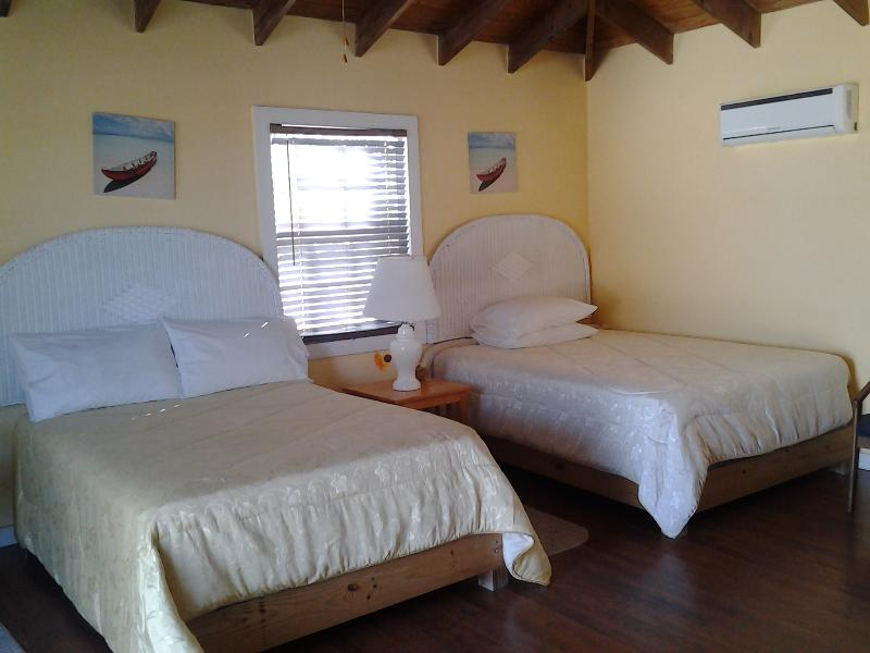 2 double beds in each cottage