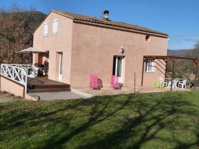 Villa sur propriété privé et sécurisé, vacation rental in Serres
