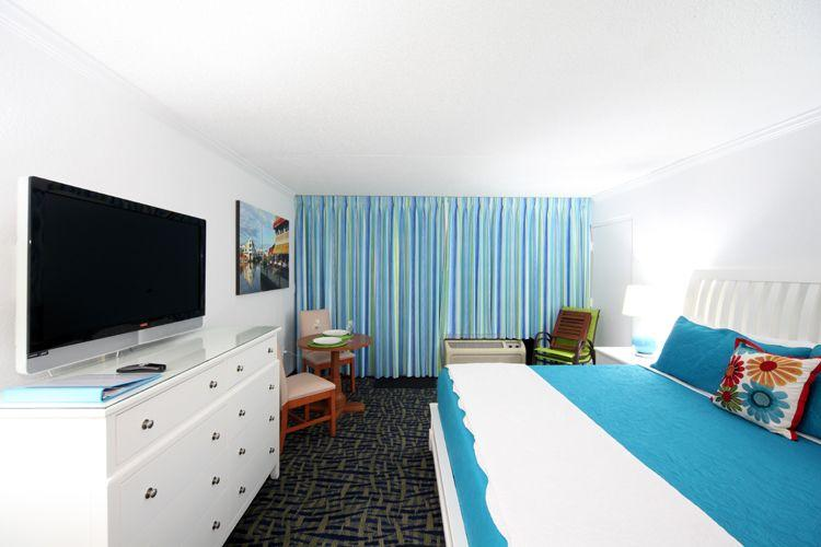 Lovely 4th floor Ocean front condo, King bed sleeps two.