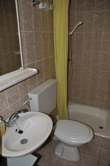 A2 (2): Bad mit WC